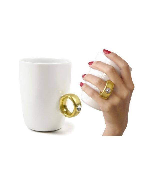 Dwukaratowy kubek Biały / Czarny - złoty pierścionek